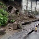 Из-за дождя подпорная стена рухнула в городе