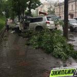 «Сбил на пешеходной дорожке»: водитель Лексуса натворил дел в центре города