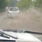 «Тайфун опять нас топит»:  улица Владивостока уходит под воду