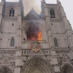 Судьба Нотр-Дам: во Франции загорелся ещё один собор