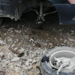 «Оторвало колесо. Осторожней»: жители Приморья обсмеяли горе-автомобилиста