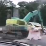 «Это должно было случиться»: спецтехника и такси «схлестнулись» на дороге