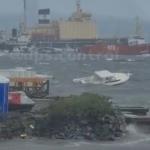 «И никто не помогает»: катер тонет на Маяке во Владивостоке в эти минуты