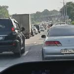 «Пошла жара»: в эти минуты серьезная пробка сковала район Владивостока