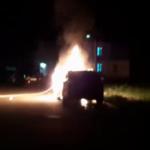 Житель Приморья лишился дорогого Лексуса: мощный пожар сняли на видео
