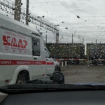 «Врачей на машинах забирали, полиция заперта»: «кошмар» происходит на переезде в Приморье