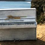 Пианино на острове: новая достопримечательность привлекает вереницы людей