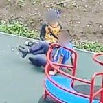 «Проверяют прочность психики, втыкая нож»: недетские игры детей попали на видео
