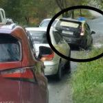 «Уже нереальных размеров»:горожане бьют тревогу «машины тонут и не могут проехать» на мост