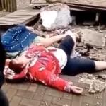 Попили кофейку: две пенсионерки рухнули вместе с балконом - видео