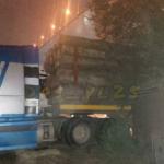 «Лес родной в Китай не хочет»: лесовоз протаранил жилой дом во Владивостоке
