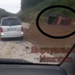 «Жив ли человек?»: фура попала в серьезное ДТП по дороге к известному пляжу