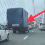 «Какой страх. Наверное, сидит и молится»: неприятный инцидент произошел на Золотом мосту