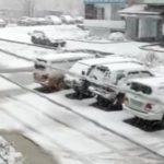 «И все – на летней резине»: поселок засыпало снегом в Приморье
