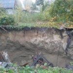 Один выбрался, второй – под завалами: жилой дом провалился под землю
