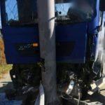 «Знаю этого чувака»: большегруз врезался в столб в пригороде Владивостока