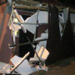 «Он еще и скрылся»: фура въехала в крыльцо жилого дома во Владивостоке