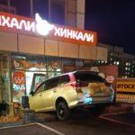 «Перепутал  педали»: в известное во Владивостоке заведение въехал  автомобиль