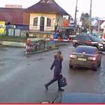 Между жизнью и смертью : мужчина на Мерседесе застрял на жд путях