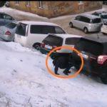 «Дети и родители подвергаются опасности»: «безобразие» попало на видео возле школы