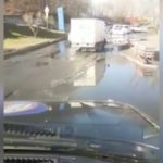 «Не стоит на летней резине сюда ехать»: улицу во Владивостоке залило водой