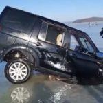 Ловись, рыбка: эпичное спасение машины из-подо льда попало на камеру