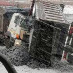 Кабина всмятку, водитель в ней: трагедия разыгралась возле морского порта