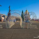 Елки, игрушки и украшения: как Владивосток украшают к Новому году