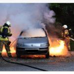 Пожарные потушили вспыхнувший автомобиль