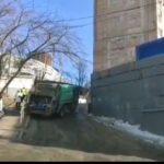 «Чуть не подмяла под себя пешеходов»: проезд заблокирован, подъехать возможности нет