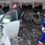 «Это мощно»: автомобиль протаранил поезд  в Приморье