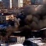 «Баллоны взрываются»: мощный пожар охватил цех во Владивостоке