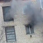 «Мой страшный сон»: пожар бушует в квартире и подъезде жилого дома
