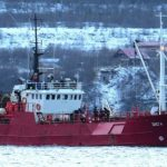 На борту 19 рыбаков: лед утянул российское судно на дно