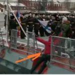 «Вот это трюк, вода ледяная»: журналист заставил поволноваться военных моряков