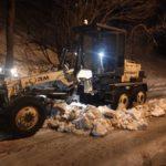 Ночью во Владивостоке будет работать спецтехника. Водителей просят не парковаться у дороги