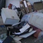 «А это кто будет убирать?»: кучи мусора так и остались валяться возле баков