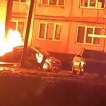 «Не только субарик, а пара тойот и ниссанчик»: мощный пожар разбудил жителей дома