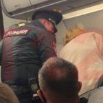 Не могли привести в чувство: скандал грянул на борту самолета