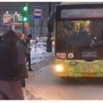 «Никогда такого не было»:  картина в подъехавшем автобусе попала на видео
