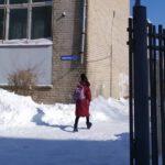 «Убить ведь могут»: на территории одной из школ «до трагедии недалеко»