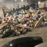 Жители Владивостока жалуются на кучи мусора во дворах