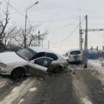 Мощное ДТП устроили водители на городской трассе