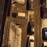"""""""Мастер парковки"""": непонятную картину наблюдают жители одного из домов"""
