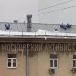 Что там делают? Дворники были замечены на крыше