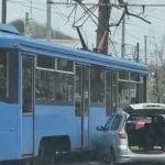 """""""И не такое увидишь"""": автомобиль врезался в трамвай"""