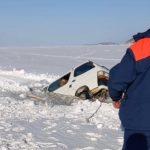 «100 метров для берега не дотянули»: ЧП произошло на льду у побережья