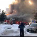 «Пожарные стоят и ничего не делают»: горит школа, внутри - 100 человек