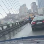 «Кому-то сегодня не повезло»: что происходит в эти минуты на Золотом мосту