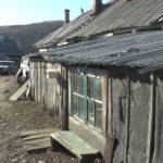 Приморцев пообещали переселить из аварийных бараков